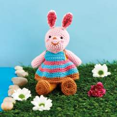 Knitting vs Crochet: Easter Bunnies