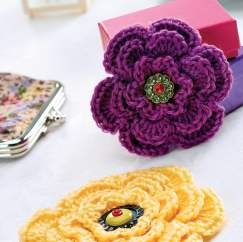 Layered crochet flower brooch