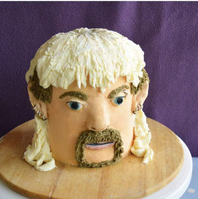 You can made a 3D crochet version of 'Tiger King' Joe Exotic ... | 653x650