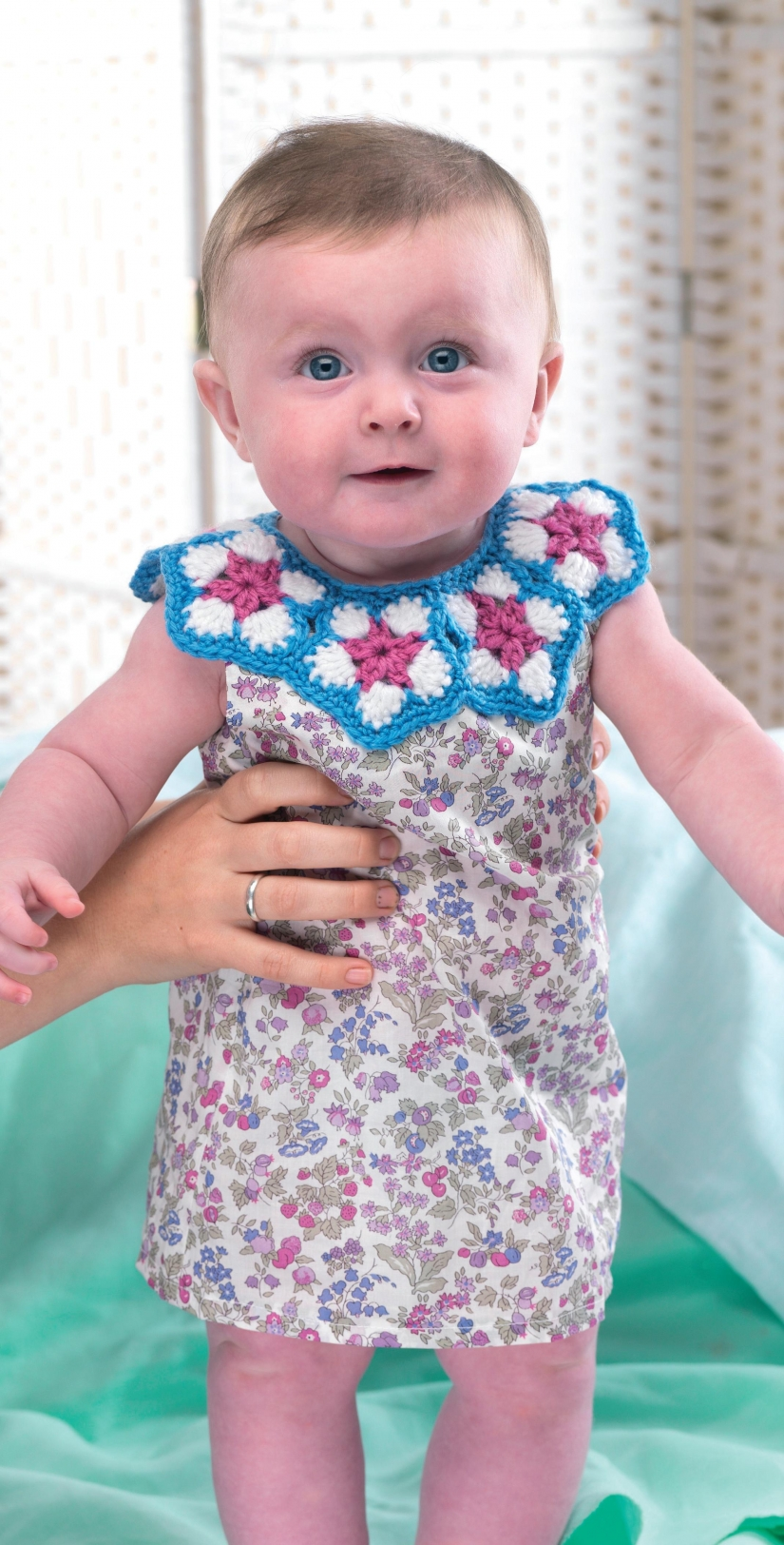Crochet baby dress collar