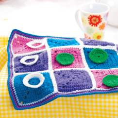 Crochet tic-tac-toe game