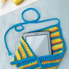 Crochet kindle case