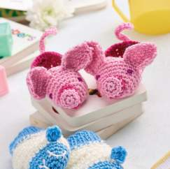 Baby crochet mittens and booties