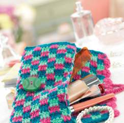Checkered crochet clutch bag