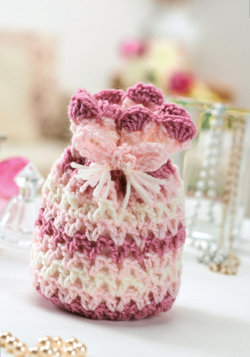 Pretty crochet drawstring bag