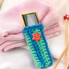 Crochet iPod buttoned cosy