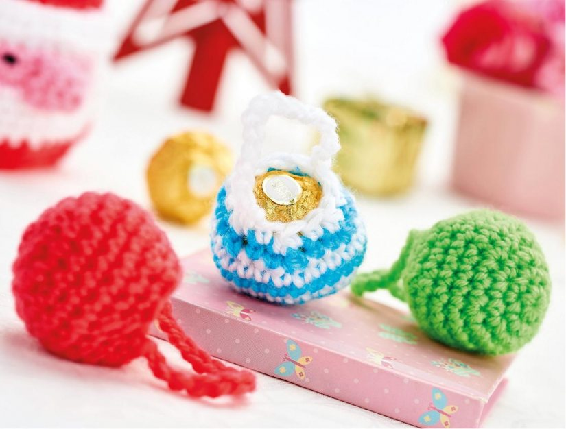 http://www.topcrochetpatterns.com/free-crochet-patterns/christmas-chocolate-cosies